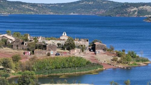 Celles, lac du Salagou, les hauts lieux de l'histoire dans l'hérault