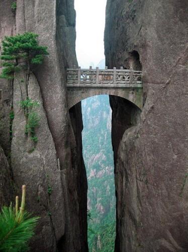 Le pont des immortels Huang Shan Chine.jpg