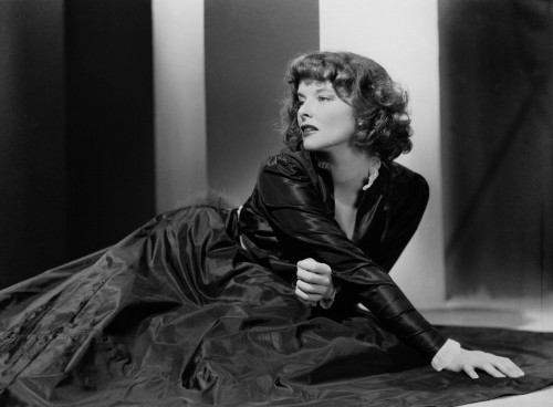 katharine-hepburn-Academy-Awards-to-receive-the-Best-Actress-Oscar-for-her-performance-in-On-Golden-Pond..jpg