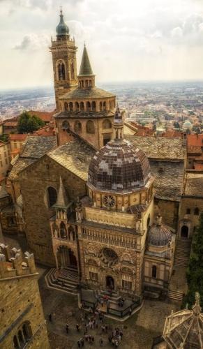 Basilica di Santa Maria Maggiore and Cappella Colleoni Bergamo.jpg