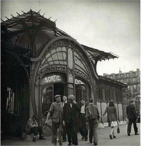 Bouche de Métro, place de la Bastille, Paris 1960.jpg
