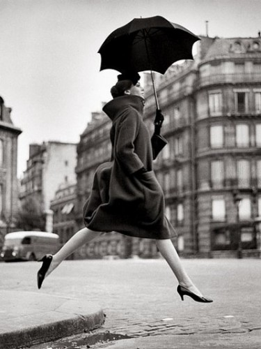 homage-to-munkacsi-carmen-coat-by-cardin-place-francois-premier-paris-august-1957-richard-avedon.jpg