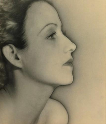 Man-Ray-Madame-Xupéry-Portrait-Solarisé-1935.jpg